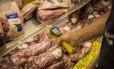 Operação Carne Fraca, da Polícia Federal, investiga irregularidades no comércio de carne. Foto: Analice Paron / Agência O Globo