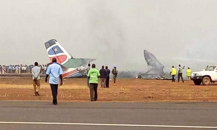 Despenhou-se avião com 44 pessoas a bordo
