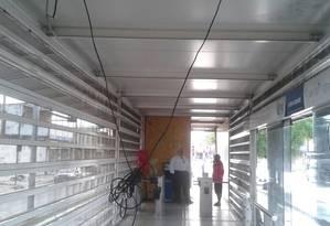 Vândalos depredaram o interior da estação e destruíram telão Foto: Divulgação/ / Consórcio BRT