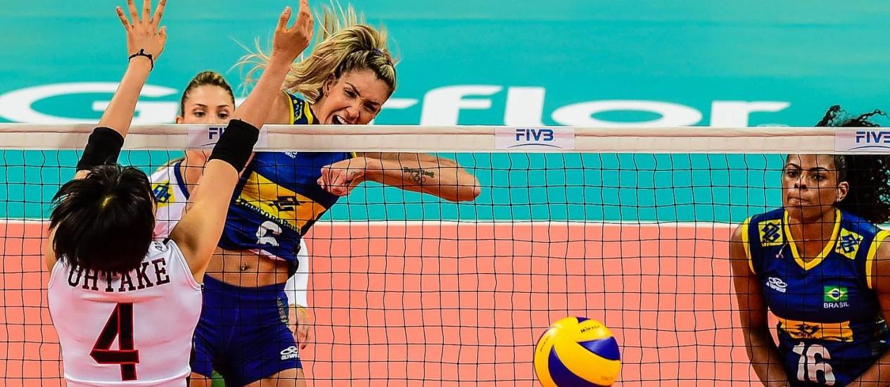 Thaisa (6) e Fernanda Garay (16) em ação pela seleção brasileira Foto: Alexandre Loureiro/Divulgação
