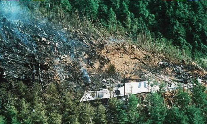 Os pilotos mantiveram o avião voando com uma falha elétrica até colidirem com uma montanha, no Japão Foto: REPRODUÇÃO