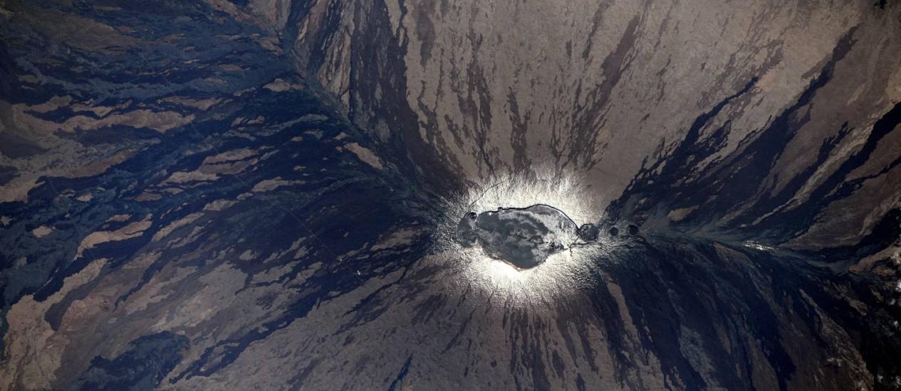 Fotografia captura o vulcão Mauna-Loa, no Havaí, em erupção Foto: Thomas Pesquet/ESA/NASA