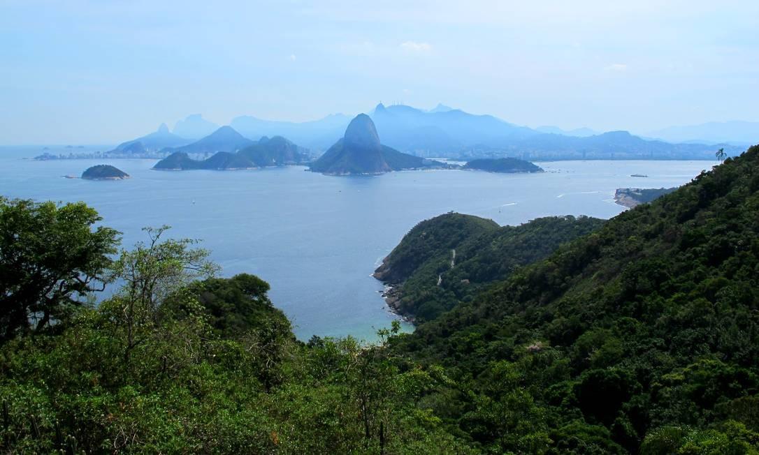 A entrada da Baía de Guanabara e a geografia do Rio de Janeiro, visto do Mirante da Tapera Foto: Renan Almeida
