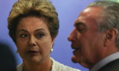 A ex-presidente Dilma Rousseff acompanhada por Michel Temer Foto: André Coelho/ Agência OGlobo - 25/04/2016
