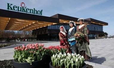 """O maior parque de flores do mundo, o Keukenhof, que fica na cidade holandesa de Lisse, abrirá as portas para o público a partir de amanhã até o dia 21 de maio. O local é famoso pelas tulipas de diversas cores. O tema da festa, este ano, é o """"Dutch Design"""" (Design holandês) Foto: BAS CZERWINSKI / AFP"""