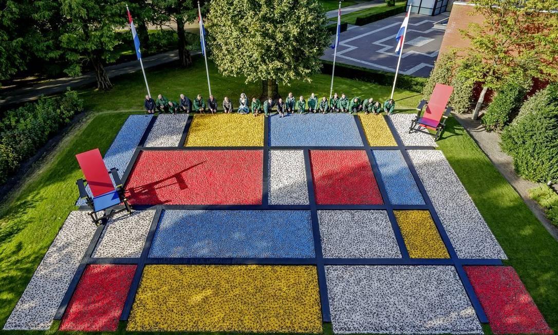 O mosaico, feito com 80 mil tulipas, foi inspirado no design holandês, tema de 2017, para abertura do festival Keukenhof. Além das tulipas, na programação oficial há exposições de rosas, hortênsias, bromélias e outras espécies. Foto: Divulgação/Keukenhof