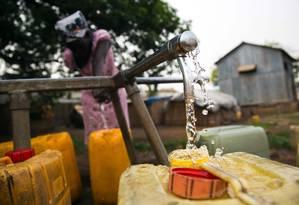 ONU alerta sobre a necessidade de novas fontes de água para suprir a demanda crescente Foto: ALBERT GONZALEZ FARRAN / AFP
