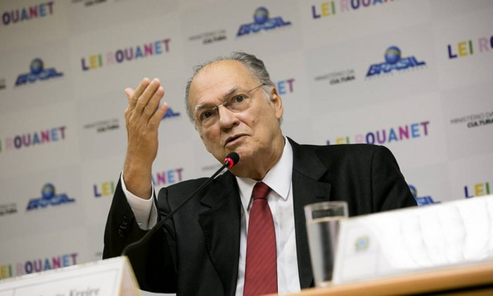 O ministro da Cultura Roberto Freire anuncia as mudanças na Lei Rouanet Foto: Divulgação/MinC