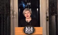 Premier britânica, Theresa May, fala sobre o atentado em Londres após reunião do gabinete de emergência Foto: POOL / REUTERS