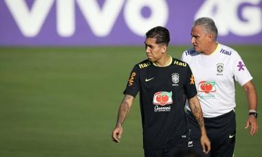 Tite orienta Firmino no treino da seleção em São Paulo Foto: Pedro Martins/Mowa Press