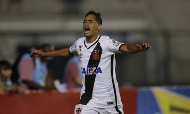 Pikachu comemora o gol da vitória do Vasco sobre o Madureira Foto: Márcio Alves