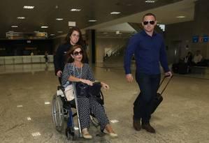 A jornalista Claudia Cruz, mulher do ex-deputado Eduardo Cunha, no Aeroporto de Curitiba Foto: Geraldo Bubniak / Geraldo Bubniak/ Agência O Globo