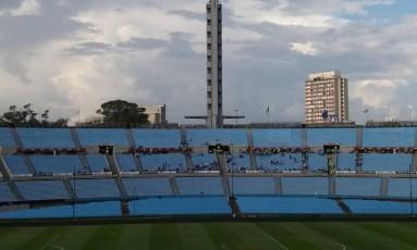 Torcedores do Uruguai começam a chegar ao Estádio Centenário, em Montevidéu Foto: Gian Amato