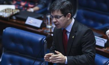 Randolfe deve protocolar mandado de segurança no STF nesta quarta Foto: Ailton Freitas / Agência O Globo