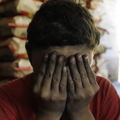 Trabalho escravo em carvoaria Foto: Michel Filho / Agência O Globo