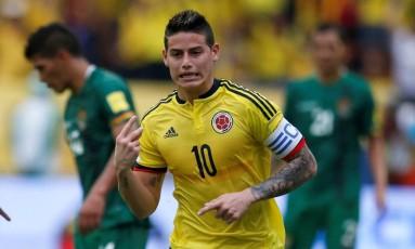James Rodríguez comemora o gol da vitória da Colômbia sobre a Bolívia Foto: JAIME SALDARRIAGA / REUTERS