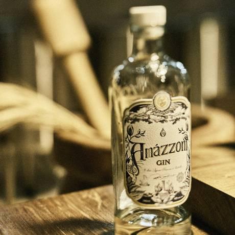 A garrafa do Amázzoni é feita artesanalmente com vidro reciclado Foto: Daniel Mattar