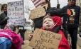 Crianças com paralisia exibem cartazes em defesa dos projetos de saúde de Obama Foto: Fred Zwicky / AP