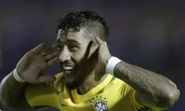 Paulinho comemora seu terceiro gol nos 4 a 1 do Brasil sobre o Uruguai Foto: Natacha Pisarenko / AP