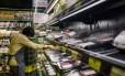 Pacotes de carne brasileira em supermercado de Hong Kong. Anthony Wallace/AFP