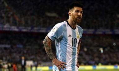 O atacante Lionel Messi em ação pela Argentina contra o Chile Foto: MARCOS BRINDICCI / REUTERS