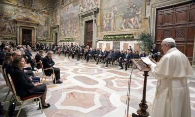 Papa Francisco fala durante encontro com líderes europeus no Vaticano Foto: OSSERVATORE ROMANO / REUTERS