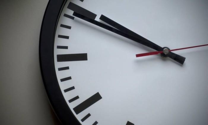 Relógio analógico de parede Foto: Arquivo