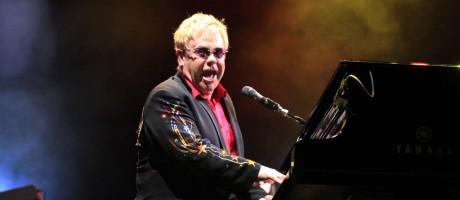 Espetáculo. Elton John e seu inseparável piano em show no Rio Foto: Leonardo Aversa 19/01/2009 / Agência O Globo