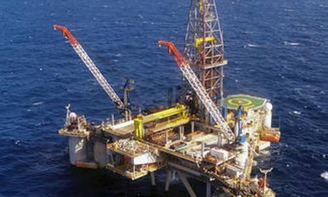 Plataforma da Petrobras: consumo mundial de petróleo vai levar quatro anos para voltar ao patamar, diz PWC Foto: Divulgação