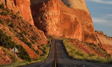 Monument Valley. A estrada, de pouco movimento, corta o Navajo Tribal Park, em Utah Foto: Ricardo Serpa / Ricardo Serpa/Arquivo