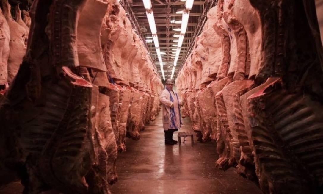 China retoma procedimentos de importação de carne brasileira nesta segunda-feira