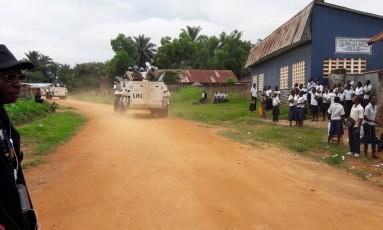 Agentes de paz das Nações Unidas trabalham para tentar evitar conflitos na República Democrática do Congo, tomada pela violencia nos ultimos dias Foto: STRINGER / REUTERS