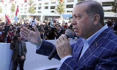 Recep Tayyip Erdogan, durante comício em Antalya Foto: Kayhan Ozer / AP