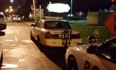 Carros da polícia em frente à casa noturna Cameo Nightlife, em Cincinnati, Ohio Foto: HANDOUT / REUTERS