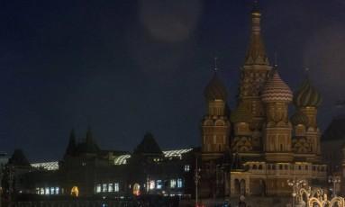 """Na Rússia, a Catedral de São Basílio teve as luzes apagadas para a campanha """"Hora da Terra"""" Foto: ALEXANDER UTKIN / AFP"""