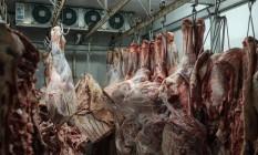 Carne armazenada em supermercado no Rio de Janeiro Foto: YASUYOSHI CHIBA / AFP