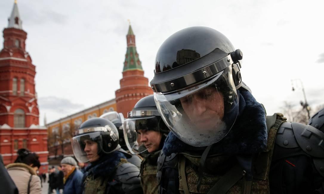 Policiais impediram a aproximação dos manifestantes do Kremlin Foto: MAXIM SHEMETOV / REUTERS