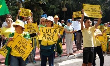 Grupo protesta contra corrupção, contra voto em lista fechada e pelo fim do foro privilegiado em São Paulo Foto: Agência O Globo / Marcos Alves