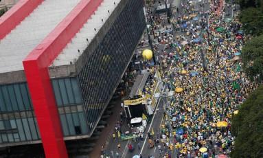 PA São Paulo (SP) 26/03/2017. Protesto pede o fim do Foro Privilegiado ´para politicos. Na foto manifestantes ocupam a av. paulista em frente ao MASP. Foto Marcos Alves / Agencia O Globo Foto: Marcos Alves / Agência O Globo