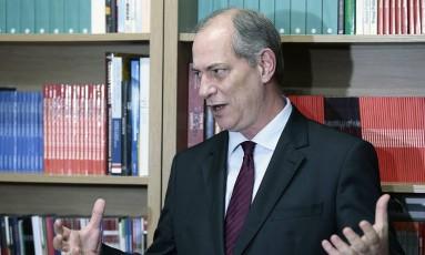 O ex-ministro Ciro Gomes, em entrevista em janeiro de 2016 Foto: Jorge William / Agência O Globo