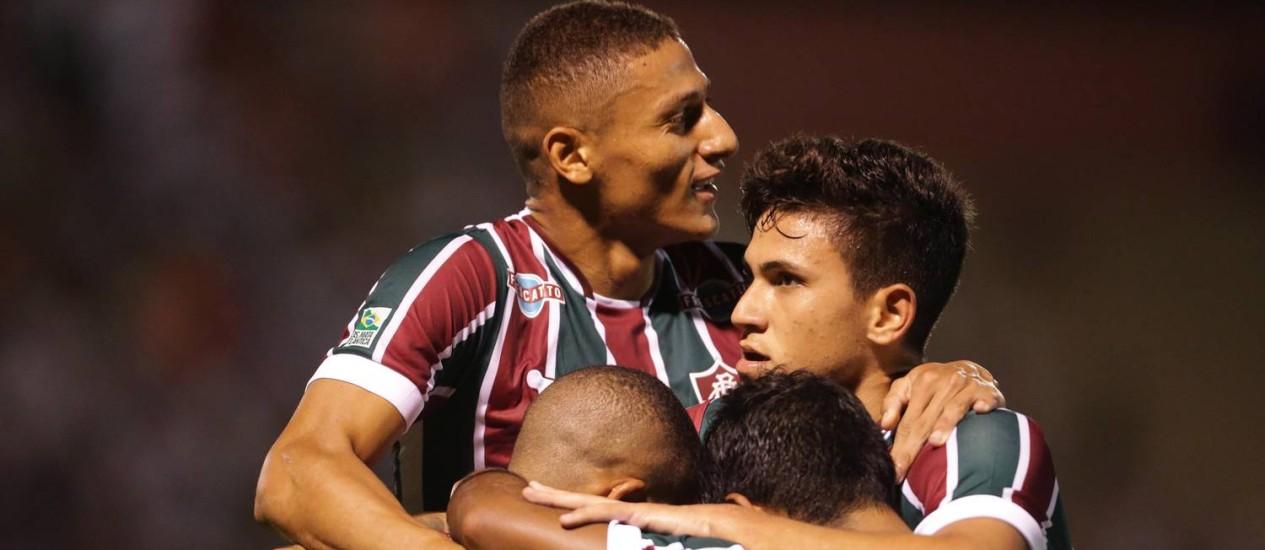 Jogadores do Fluminense comemoram gol sobre o Macaé Foto: Márcio Alves / Agência O Globo