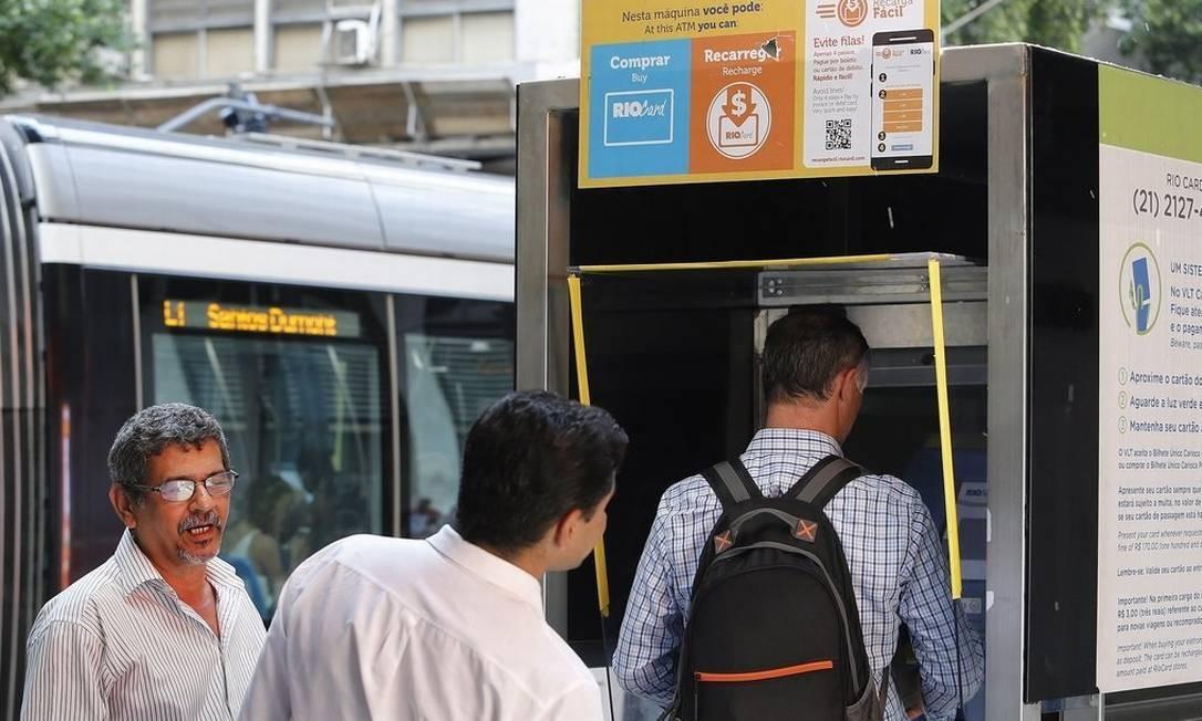 Queixa. Passageiros reclamam que, na hora de comprar bilhetes, não fica claro que um cartão só paga uma viagem Foto: ANTONIO SCORZA / Antonio Scorza