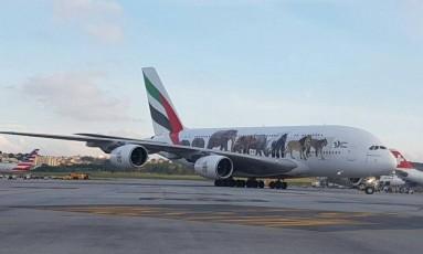Avião A380 na pista do aeroporto de Guarulhos Foto: Gustavo Schmitt