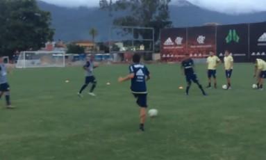 Conca treina com bola Foto: Divulgação