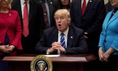 O presidente dos EUA, Donald Trump, fala durante um evento no Salão Roosevelt, na Casa Branca Foto: CARLOS BARRIA / REUTERS