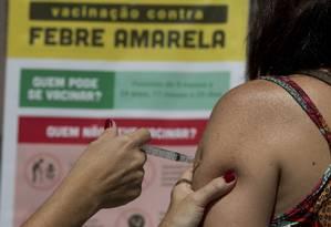 Aplicação de vacina contra febre amarela Foto: Márcia Foletto / Agência O Globo