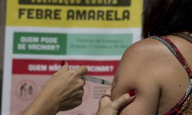 A vacinação contra a febre amarela continua no estado do Rio de Janeiro. Na capital, somente no sábado, 213 mil pessoal foram vacinadas. Foto: Márcia Foletto / Agência O Globo