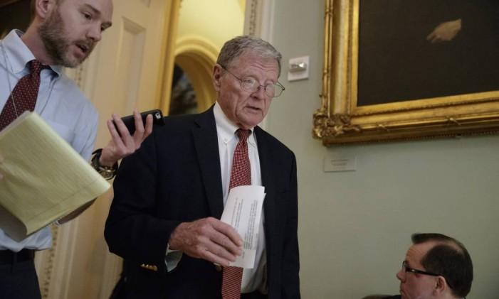 Sen. James Inhofe, R-Okla. arrives on Capitol Hill in Washington, Tuesday, March 21, 2017, for a Senate GOP policy meeting. (AP Photo/J. Scott Applewhite) Foto: J. Scott Applewhite / AP