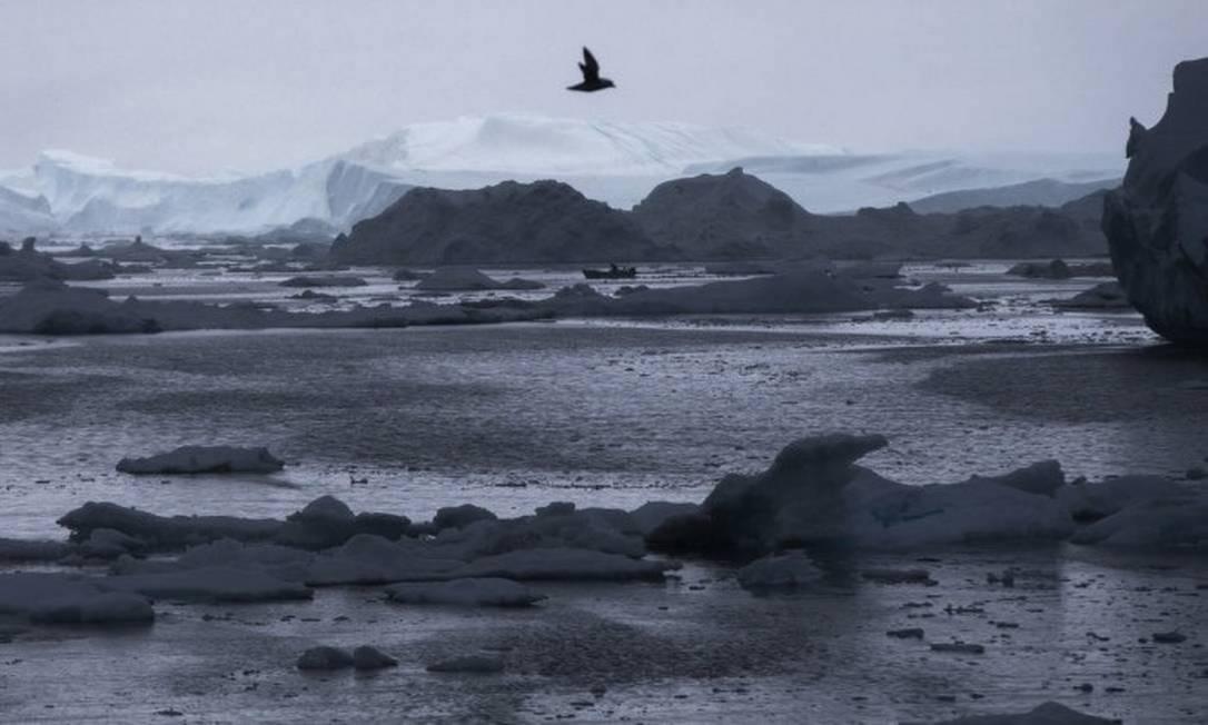 A região do Ártico registrou temperaturas recorde nos últimos anos, com derretimento extenso das camadas de gelo e neve Foto: Evan Vucci / AP