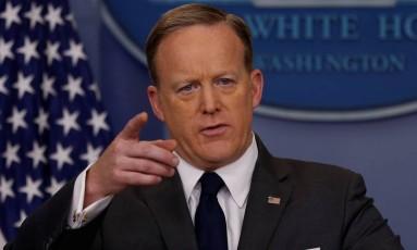 O porta-voz da Casa Branca, Sean Spicer, na coletiva de imprensa desta segunda-feira Foto: JONATHAN ERNST / REUTERS